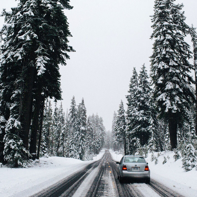 wintery road conditions near crater lake oregon