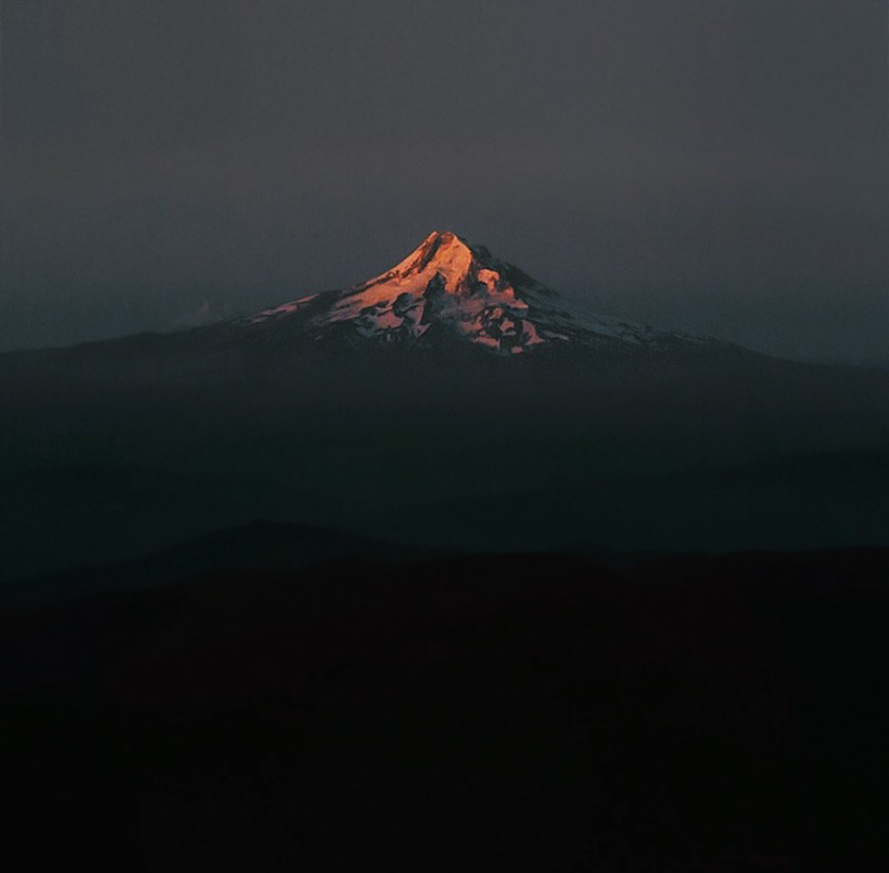 cascades sunrise view of mount hood from the lunch counter on mount adams